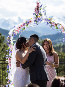 Couple kissing at the altar 2